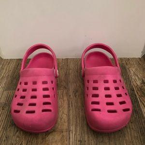 Airwalk pink crocs